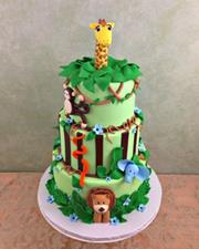 Jungle cake with animal sculptures
